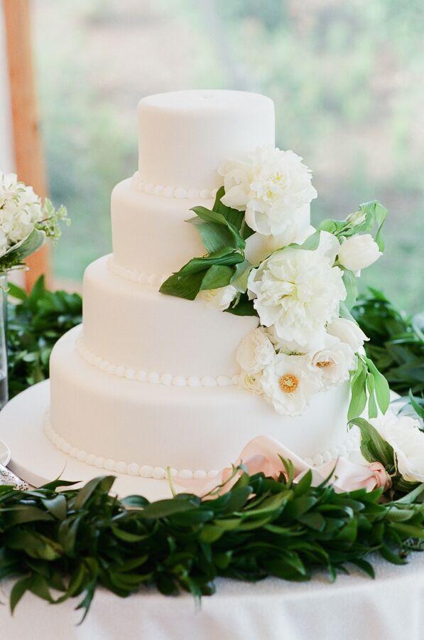 True Event- Wedding Wednesdays- Lizzy & Scott- Ocean House- Cake- Leila Brewster Photography-Massachusetts Wedding Planner