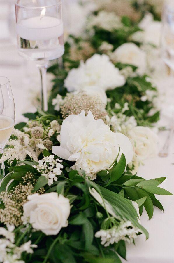 True Event- Wedding Wednesdays- Lizzy & Scott- Ocean House- Hana Floral Design- Centerpiece- Leila Brewster Photography- Massachusetts Wedding Planner